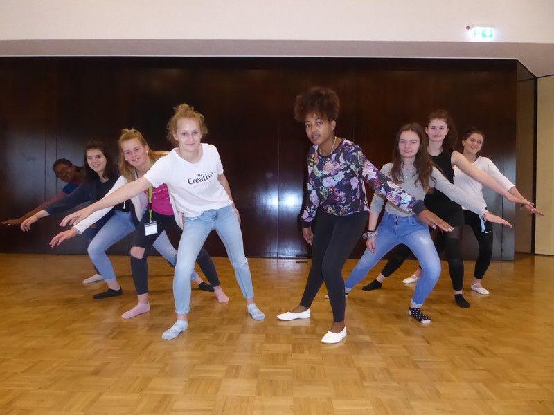 01_dancing-workshop_by-hartmut-klein